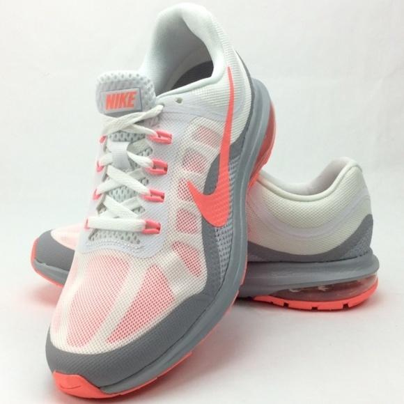 3651a821ee1 Nike Air Max Dynasty 2 Women s Running Shoe. M 5c37b9d83c9844944817e537
